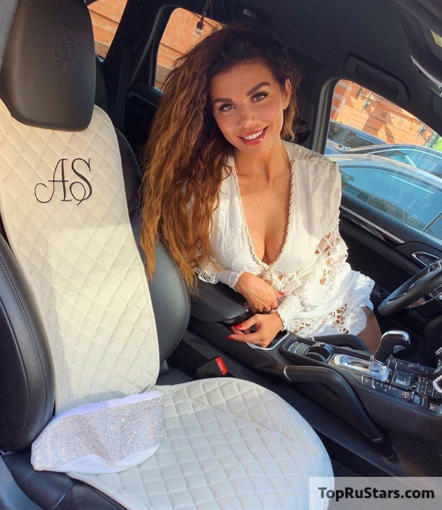 седокова в машине