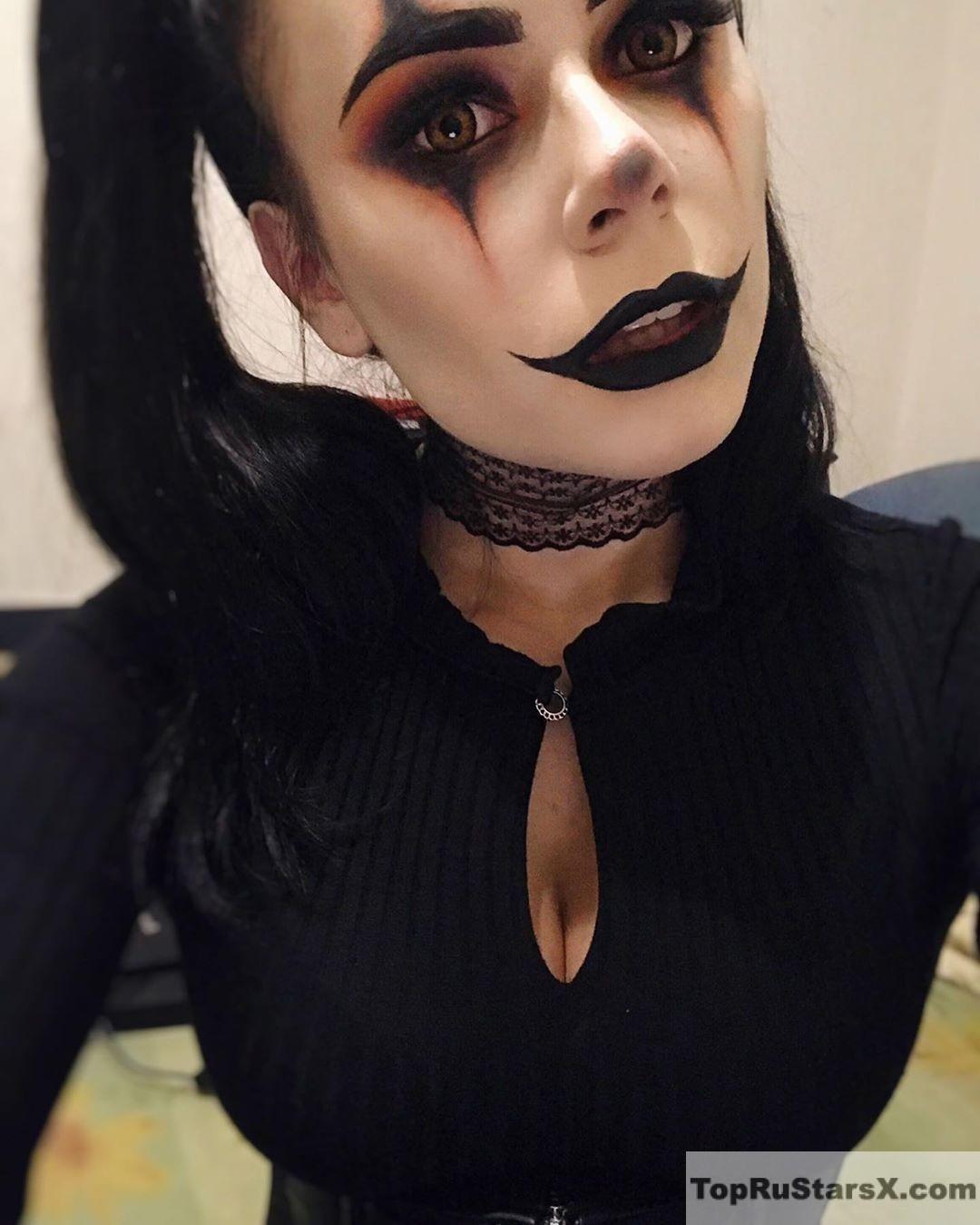 голая блогерша в маске